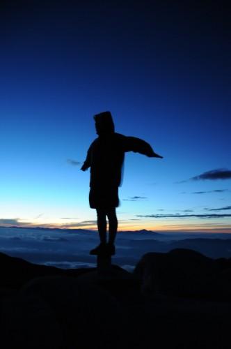 燕岳で翼を広げる。風をはらむ。夜が明ける。